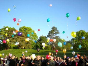 Community - baloon release - photo by Levon Weaver - Easter 2012.b